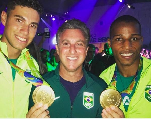 Huck gruda em medalhistas olímpicos